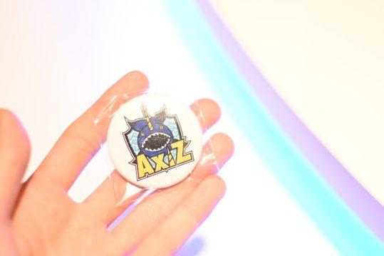 AXIZ ピンバッジ